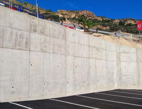 Orthem construye un muro de contención en Cala Cortina para mejorar la seguridad de peatones y vehículos